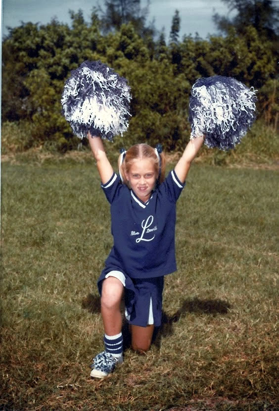 Elisa cheerleading